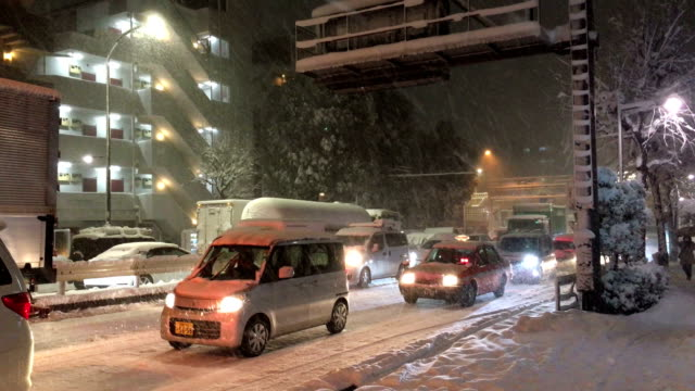Rare heavy snow storm in Tokyo Japan causes chaos on the roads