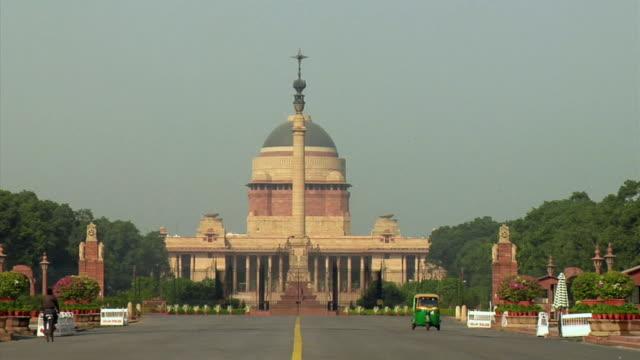 ws, rashtrapati bhavan, new delhi, india - ペディキャブ点の映像素材/bロール