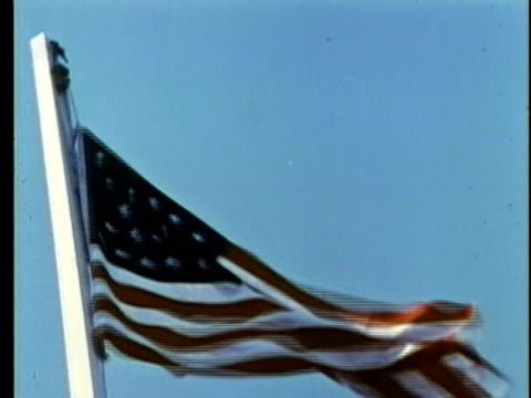 vidéos et rushes de 1963 reenactment ms rasing of the us flag with 27 stars / 1840s republic of texas / audio - drapeau américain