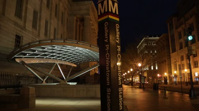 rat runs across outside gallery place – chinatown metro station april 1, 2020 in washington, dc. the district of columbia has joined other states and... - maryland stato video stock e b–roll