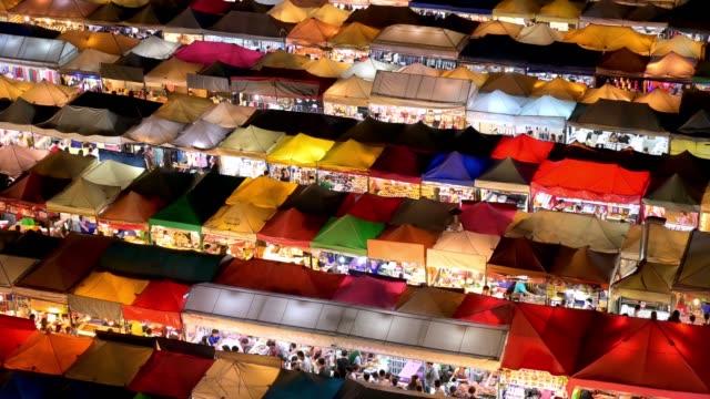 stockvideo's en b-roll-footage met ratchada rot fai train night market, bangkok, thailand - shopping centre