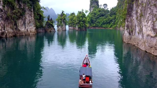 stockvideo's en b-roll-footage met ratchaprapha dam at khao sok national park, surat thani province, thailand - passagiersboot