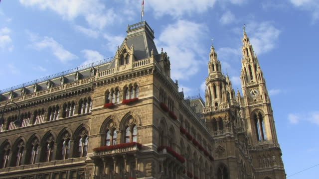 ms, la, pan, rathaus (city hall), vienna, austria - rathaus video stock e b–roll