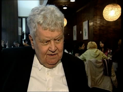 ratko mladic avoiding arrest; serbia: belgrade: int women eating in restaurant close mid shot brana crncevic 2 shot crncevic and turton brana... - ratko mladic stock videos & royalty-free footage