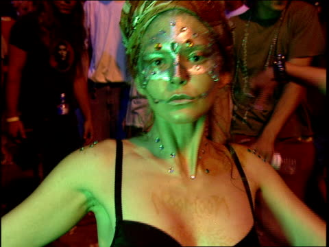 rave during 'woodstock 99' in rome new york - clubs besuchen stock-videos und b-roll-filmmaterial