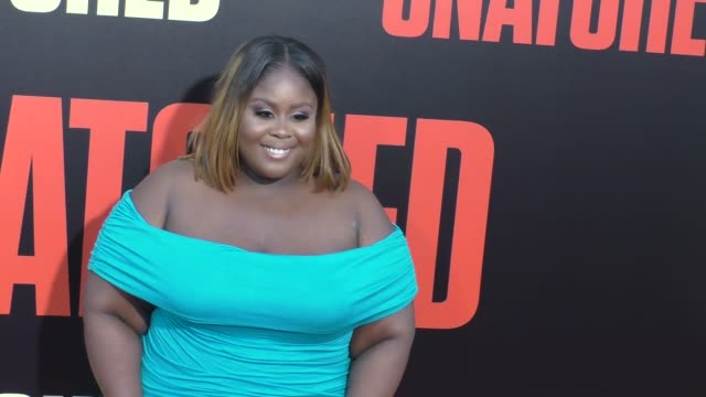 raven goodwin at the premiere of 20th century fox's 'snatched' - arrivals on may 10, 2017 in westwood, california. - ウエストウッドヴィレッジ点の映像素材/bロール