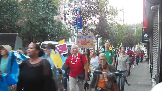 stockvideo's en b-roll-footage met raw footage from the no dakota access pipeline protest in the bronx new york about 60 people held a rally protest and march in the bronx outside the... - noord amerikaanse volksstammen