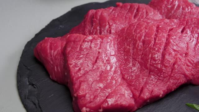 raw meat cut 'salchisal' (chuck flap tail) / south korea - kotelett stock-videos und b-roll-filmmaterial
