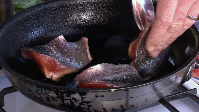 raw salmon being prepared and cooked by chef - ひれ点の映像素材/bロール