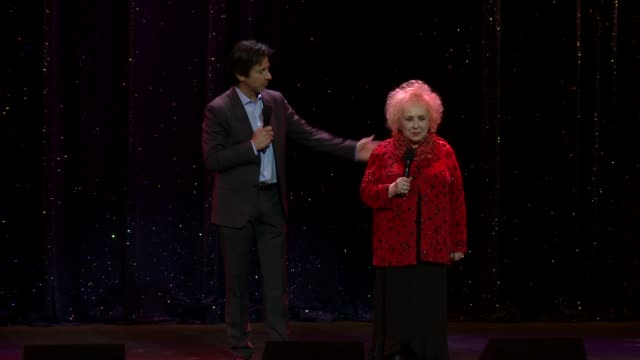 ray romano and doris roberts on stage at international myeloma foundation 6th annual comedy celebration benefiting the peter boyle research fund on... - peter boyle stock videos & royalty-free footage