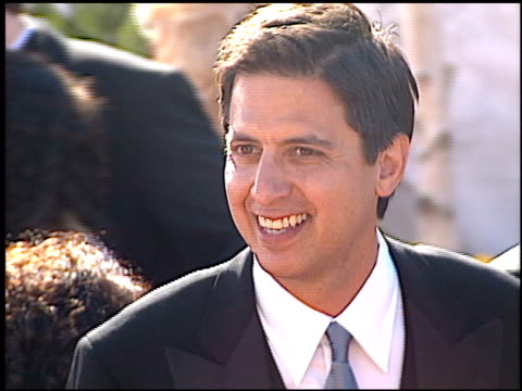 ray romano at the 2000 emmy awards at the shrine auditorium in los angeles, california on september 10, 2000. - shrine auditorium video stock e b–roll