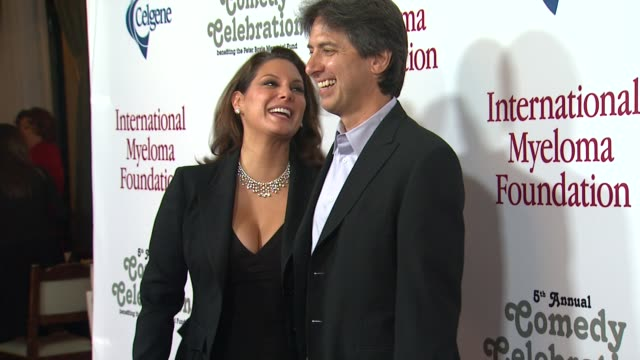 ray romano at the international myeloma foundation's 5th annual comedy celebration benefiting the peter boyle memorial fund at los angeles ca. - peter boyle stock videos & royalty-free footage