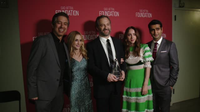 vidéos et rushes de ray romano holly hunter judd apatow zoe kazan kumail nanjiani at sagaftra foundation patron of the arts awards in los angeles ca - holly hunter