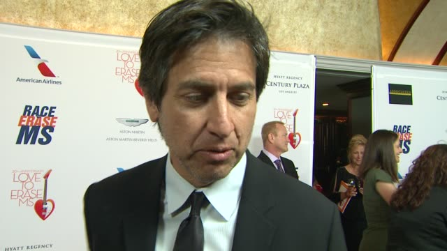 vidéos et rushes de ray romano on the charity at the 20th annual race to erase love to erase on 5/3/13 in los angeles, ca . - gomme
