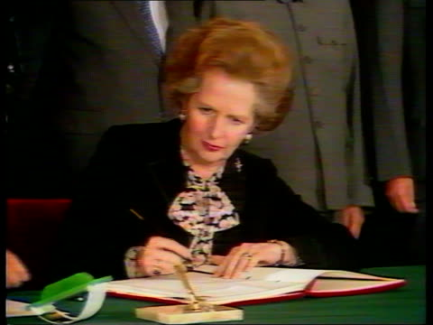 uk reaction itn lib china beijing great hall of the people cms chinese pm zhao ziyang signing agreement cms british pm margaret thatcher signing cms... - tiananmen square stock videos & royalty-free footage