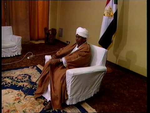 stockvideo's en b-roll-footage met reaction to us missile strikes against afghan targets sudan khartoum int omar hassan albashir and manyon along to sit down sitting for interview omar... - vakbond