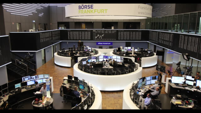 reactions at fse on italian market in frankfurt germany on wednesday may 30 2018 - frankfurt stock exchange stock videos and b-roll footage