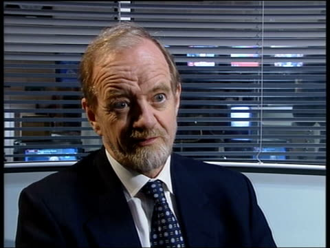 reaction/whitewash allegations; itn england: london: robin cook mp interviewed sot - many in intelligence community were unhappy with case made for... - 白しっくい塗点の映像素材/bロール