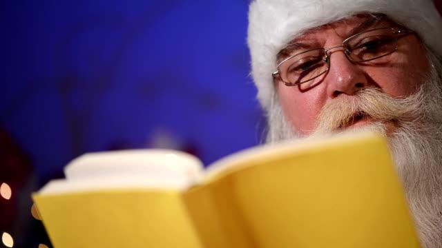 christmas story lesen - erzählen stock-videos und b-roll-filmmaterial