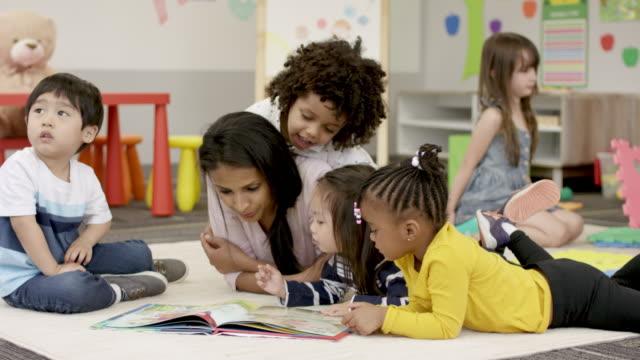 vídeos y material grabado en eventos de stock de lectura en preescolar - niño pre escolar