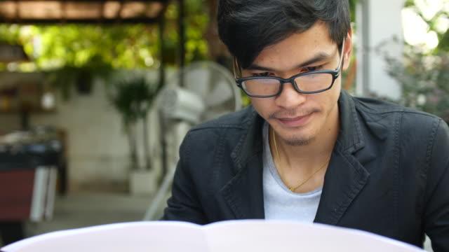 Reading Newspaper, 4K(UHD)