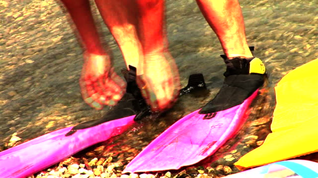 stockvideo's en b-roll-footage met hd: ready to swim - zwemvlies