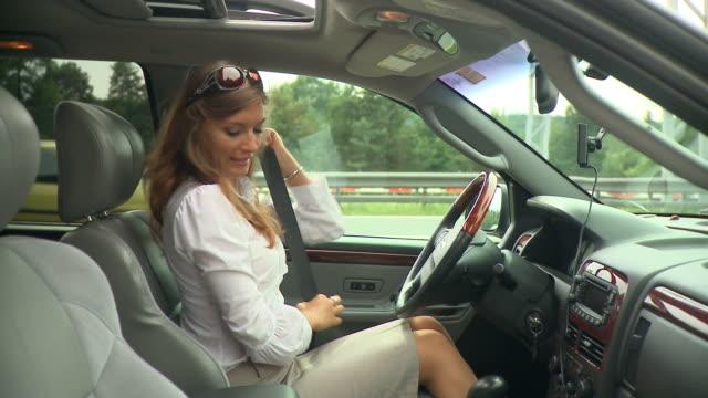 stockvideo's en b-roll-footage met hd: ready to travel - veiligheidsgordel