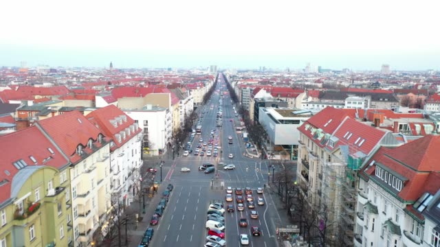 real estate in berlin charlottenburg - road junction stock-videos und b-roll-filmmaterial
