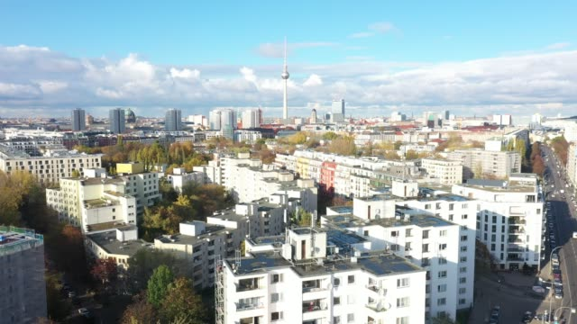 real estate in berlin kreuzberg - housing difficulties stock videos & royalty-free footage