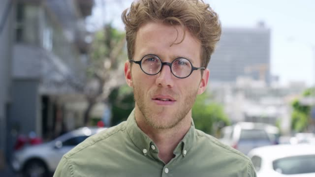 vídeos de stock e filmes b-roll de real friends know all sides of you - nerd