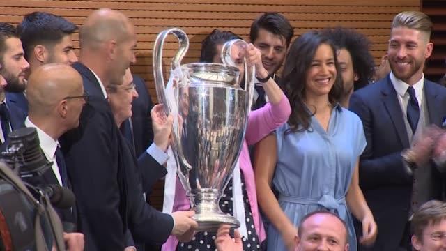 vídeos y material grabado en eventos de stock de real madrid celebration the day after winning the 12th uefa champions league final at casa de correos - liga de campeones