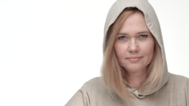 vídeos y material grabado en eventos de stock de personas reales belleza real - brightly lit