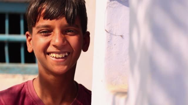vidéos et rushes de real people smiling, ballabhgarh, haryana, india - bébés garçons
