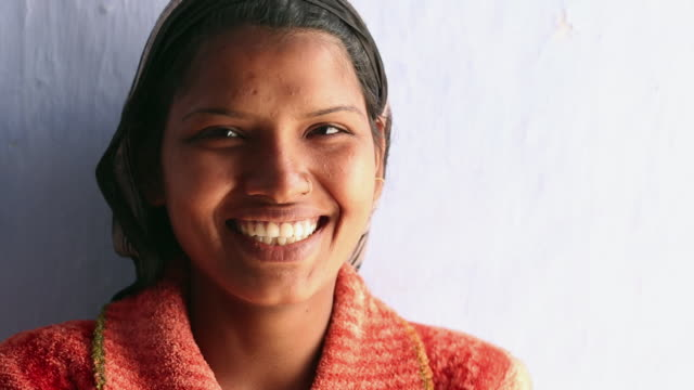 real people smiling, ballabhgarh, haryana, india - インド人点の映像素材/bロール