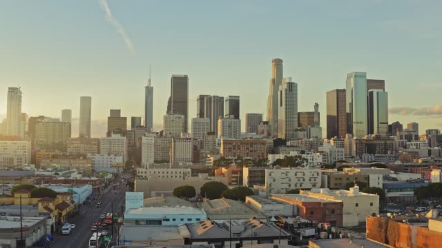 real time aerial video of los angeles downtown at sunset - strada urbana video stock e b–roll