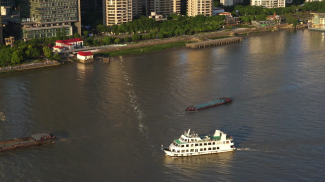 real time aerial view of ship driving in huangpu river,shanghai - river huangpu stock videos & royalty-free footage