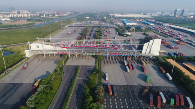 real time aerial view of yangshan free trade port area - mercanzia video stock e b–roll