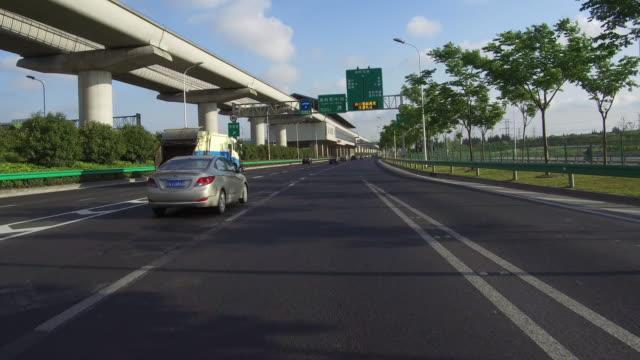 Real time auto rijden op de snelweg, Shanghai, China