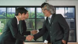 Real time of Asian group business meeting and shaking hand.