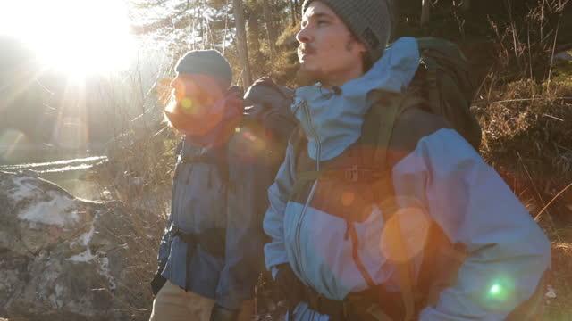 vídeos de stock, filmes e b-roll de real time shot of two hikers enjoying lake view, bavaria, germany - amizade masculina