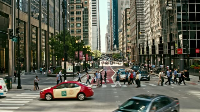 real time video around the streets of chicago - moving past video stock e b–roll