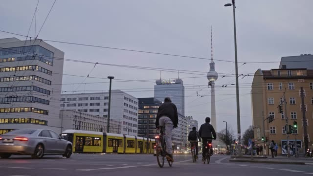 real time video of people cycling in berlin at dusk, germany - incidental people stock videos & royalty-free footage