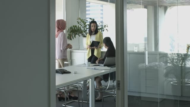 real time video of three asian businesswomen on a meeting at the office conference room - malaysian ethnicity stock videos and b-roll footage