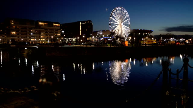 4k real time wheel of liverpool at twilight - establishing shot stock videos & royalty-free footage