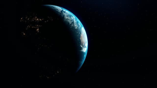 realistiska blue earth visa city lights från rymden. earth kartor från nasa stock video - satellitbild bildbanksvideor och videomaterial från bakom kulisserna