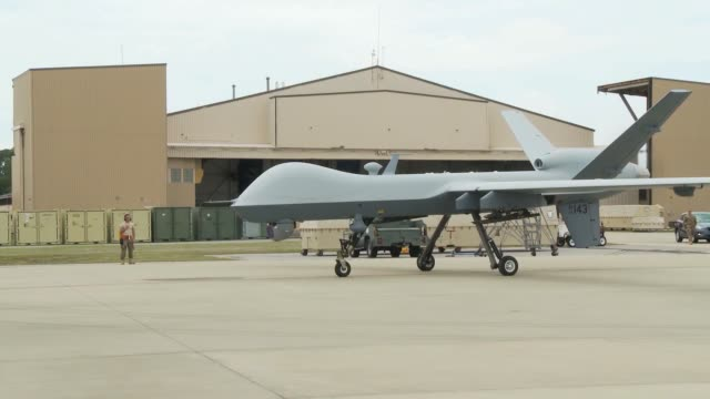 vídeos de stock e filmes b-roll de reaper from cannon air force base new mexico departs from hurlburt field florida this is the first time the reaper has been used from hurlburt or in... - veículo aéreo não tripulado