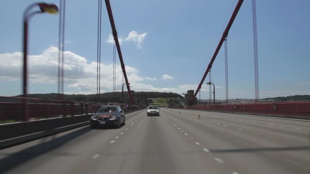 rear pov driving over the golden gate bridge - 乗物後部から見た視点点の映像素材/bロール
