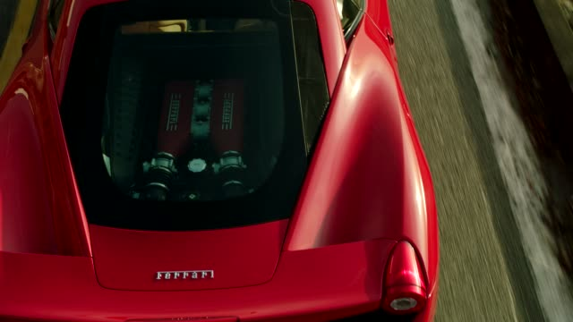 vídeos de stock, filmes e b-roll de rear engine shot red ferrari driving up malibu canyon - motor