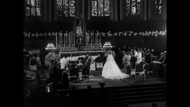 vidéos et rushes de rear ws prince jean of luxembourg and princess josephine charlotte of belgium at altar during wedding ceremony at notredame cathedral in luxembourg... - grand duché du luxembourg