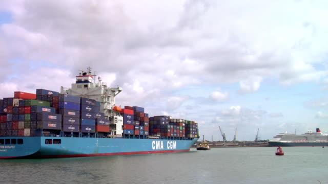 ws rear view of large cargo ship being towed through harbor, hampshire, united kingdom - イングランド サウサンプトン点の映像素材/bロール